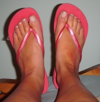Dirty hot pink flip-flops & free pics!
