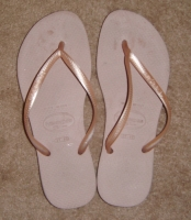 Well worn light pink flip flops & pics